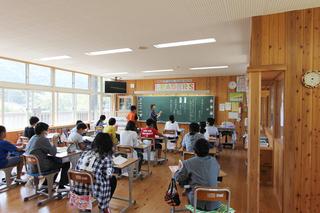 写真2:6年教室.jpg